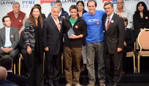 Tomás Pollak y Carlos Yaconi reciben el Premio Pyme Innovadora 2012 por Prey Project. Foto Ministerio de Economía.