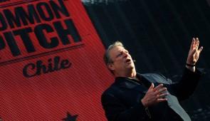 Al Gore en el escenario de Common Pitch Chile en el Parque Bicentenario.