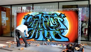 Este graffiti se hizo durante el primer DemoDay de Start-Up Chile.