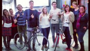 Parte del equipo de Design Factory en Finlandia.